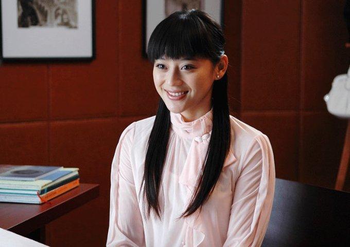 2009年底,袁姗姗出演《野鸭子》中的女二号正式进入娱乐圈