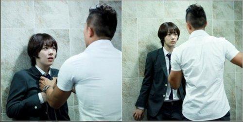 韩版 花样少男少女 公开雪莉在男厕 遇袭 剧照