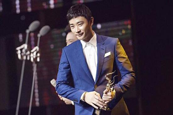 """罗晋亮相""""中国大视节"""" 获最受欢迎男演员奖"""