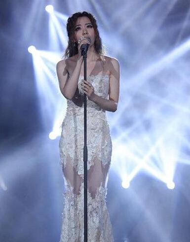 张靓颖在《我是歌手》上献唱.-张靓颖谈歌手退赛 并非玩不起 档期排图片