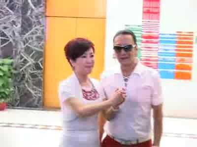 视频:张柏芝顺利生产 狄波拉谢贤齐答谢媒体