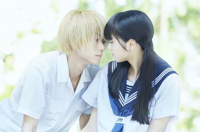 《溺水小刀》预告片公开 高中生上演唯美爱情