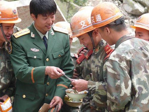 《一路格桑花》央视热播 川藏线战士感动落泪