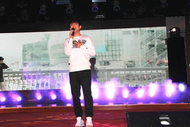 王矜霖亮相校园首唱新歌 被学生票选最期待新人