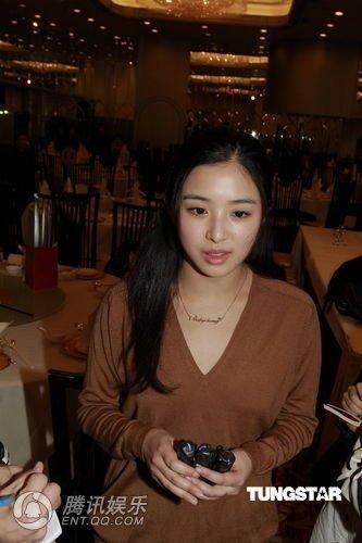 香港着火酒店善后无方 张含韵王蓉斥其态度冷漠