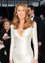 席琳・迪翁白色修身长裙风姿不减