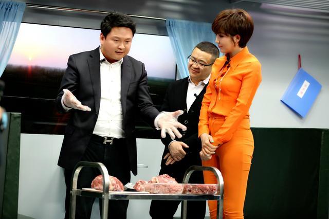 央视美女主播紫檀录制新节目 对话商业大亨