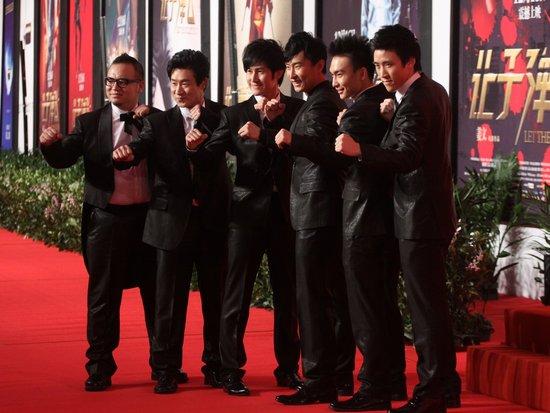 新七小福亮相《让子弹飞》首映 预祝票房大卖