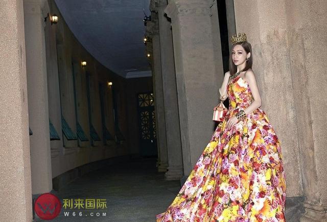 王心凌演唱会为开唱穿婚纱吸睛无数 利来国际冠名赞助