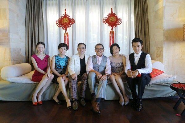 杨幂刘恺威大婚 新人向父母斟茶后拍全家福