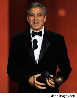 第62届艾美颁奖典礼昨日举行 霍利着装最雷人