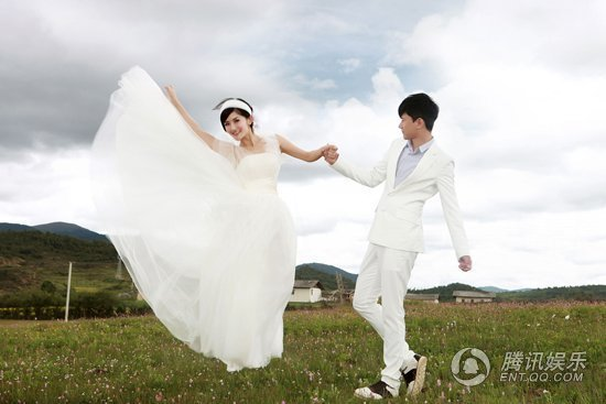 """胡海泉称谢娜婚礼很浪漫 赞与谢娜""""金童玉女"""""""