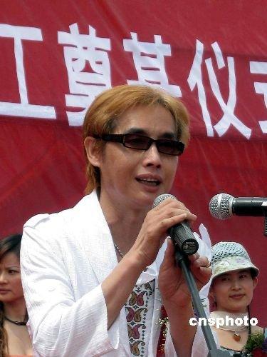 邓建国秘会李丽珍惹疑 否认婚变:幸福不需证明