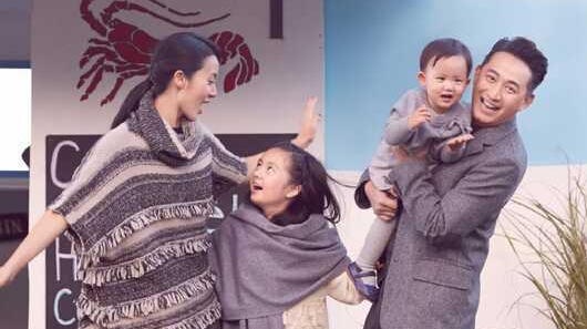 黄磊为家人下厨 给俩女儿做鸡汤面爱意满满