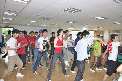 快男成都35强排练集体开场舞 师洋王乃恩领舞