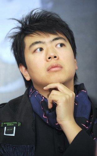 郎朗回应与刘亦菲绯闻 郎母:儿媳至少是研究生