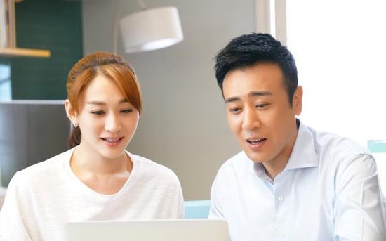 李小冉搭档于和伟新戏曝剧照 逆天白皮肤抢镜