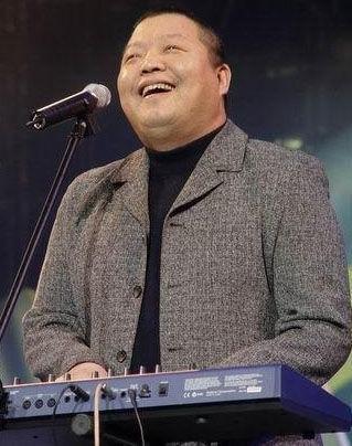 音乐人臧天朔出狱 昨现身北京酒吧与好友聚会