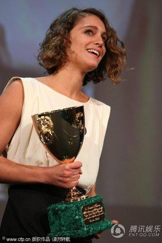 组图:威尼斯电影节闭幕 阿里安纳获最佳女演员