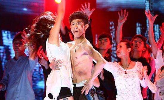 张一山以出色的表演获得 舞蹈 比赛冠军