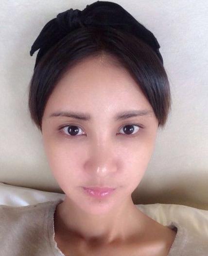 张歆艺产后自拍_张歆艺晒黑眼圈自拍 问网友:留长发还是短发?