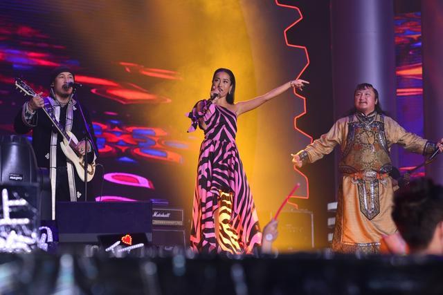 吉克隽逸携手杭盖乐队 QQ音乐盛典唱响《酒歌》