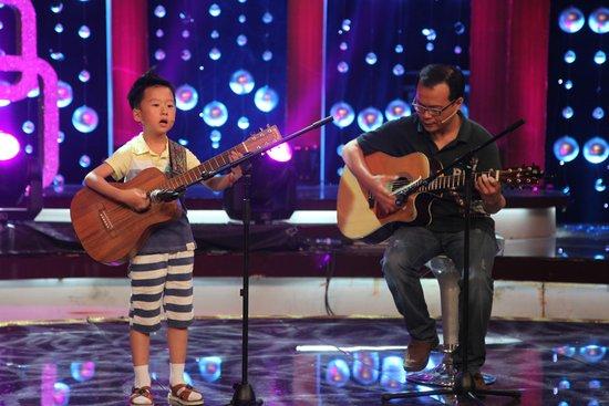 吉他父子真情圆梦 《学琴日记》小事大爱