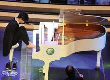 断臂钢琴家刘伟演奏
