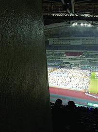 五月天歌迷买高价演唱会票 结果大屏幕都看不到