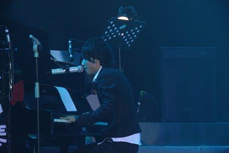 欢子演唱会完美谢幕 场景绚丽堪比《阿凡达》