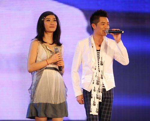 凤凰传奇新歌再现中国风魅力 空降各排行榜冠军