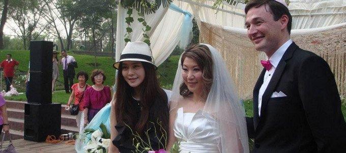 金依萌结婚的时候,范冰冰还去参加了婚礼