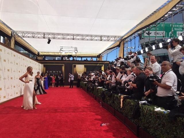 腾讯娱乐首次受邀直击本届艾美奖红毯