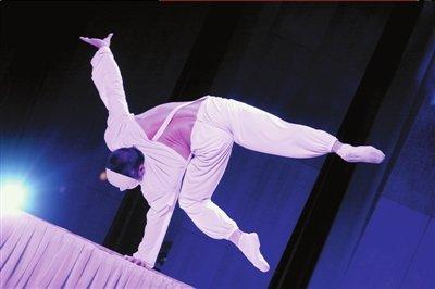 《中国达人秀》现搞怪达人 唱歌跳舞各显神通