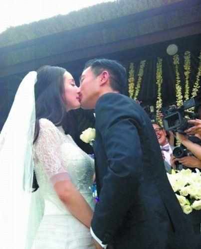 杨幂刘恺威大婚 新娘被指腰腹粗大孕相足