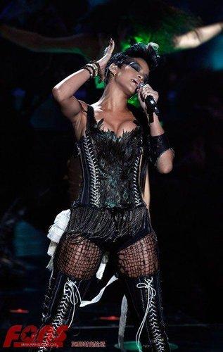 小天后蕾哈娜欧洲巡演 称赞贾斯汀为创作奇才