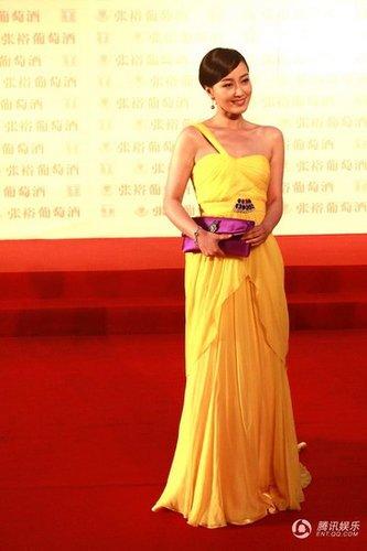 赵子琪惊艳亮相上海电影节红毯 长裙摇曳生姿