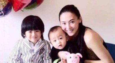 张柏芝与两个儿子