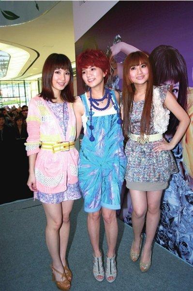 S.H.E上海签售爆棚 北京演唱会老歌将全新演绎