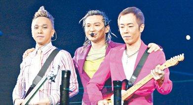 05年Beyond告别演唱会上(左起)黄家强、叶世荣、黄贯中