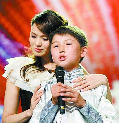 《中国达人秀》12岁小选手现场唱哭伊能静