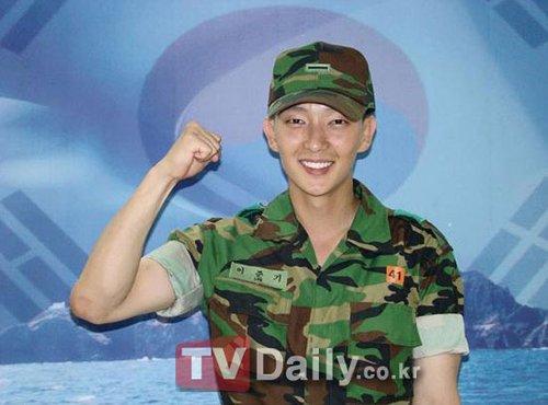 李俊基正式开始服兵役 获陆军训练士兵奖(图)