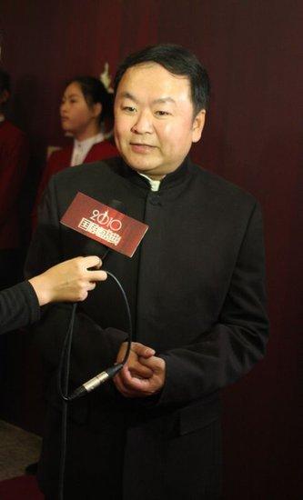 高希希现身国剧盛典 《三国》剧组连获五项大奖