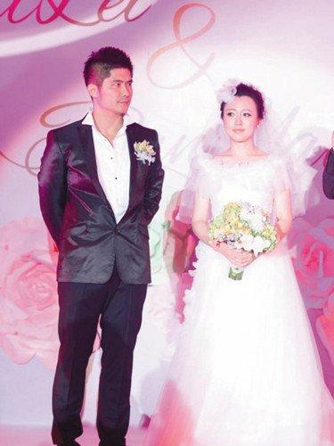 娱乐新闻  正文    7月29日,潘长江之女潘阳与相恋三年的男友石磊在北