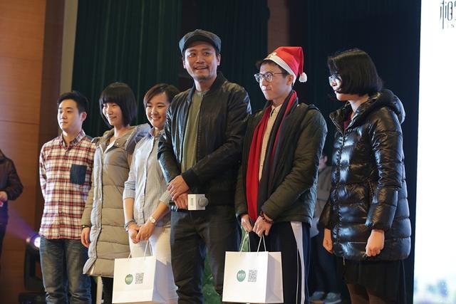 刘烨陪学生共度圣诞 笑称有偶像包袱要少演坏人