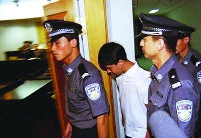 歌手红豆再次因猥亵男童被抓 曾被列为逃犯