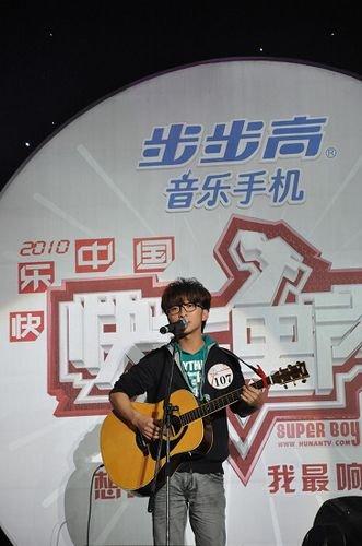 """""""娃娃音""""贾子胥出局快男 原创歌曲走红网络"""