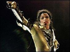 巨星迈克尔·杰克逊虽已逝一年 财源仍滚滚来