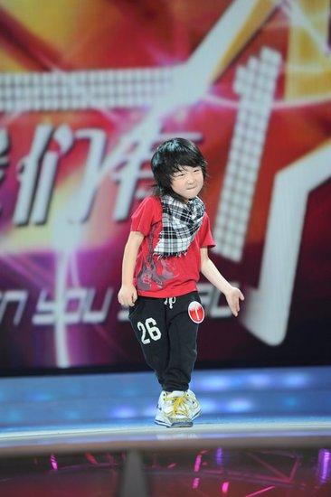 4岁街舞神童登《我们有一套》 现场大跳MJ舞蹈