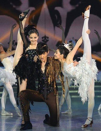 《舞动奇迹》揭序幕 于小彤跳《黑天鹅》获好评